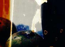 blaues glas und blaue hand